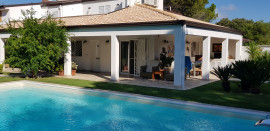 Villa Ribes con piscina by Wonderful Italy