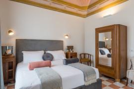 1940 Luxury Accommodations - Rubino Boutique Apartment