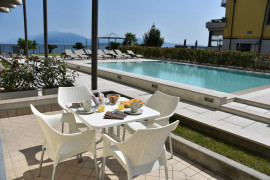 Residenza Miralago with pool - One-bedroom Apartment with city view