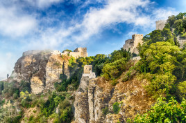 Tour of Erice, medieval town of charm, with transfer from Trapani