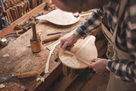 Passeggiata nel centro storico e visita agli artigiani liutai