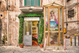 Tour of Sanità and Duomo districts: churches and saints, mysteries and Neapolitan street food