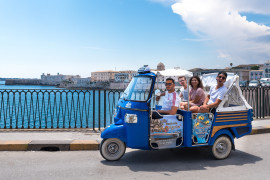 '60s revival: Apecar tour in the alleys of Ortigia, Syracuse